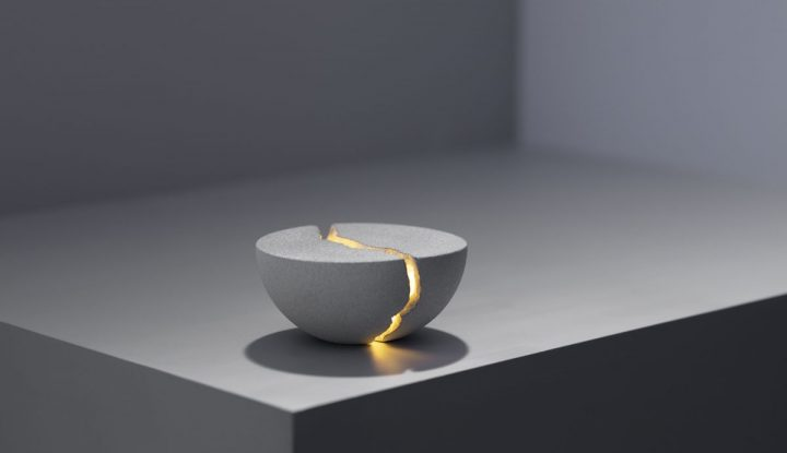 Crack Teno Open To Reveal Light And Sound
